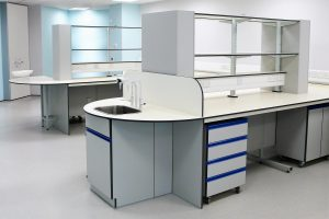 Healthcare labs with cantilever benching system, mobile units and IPS unit