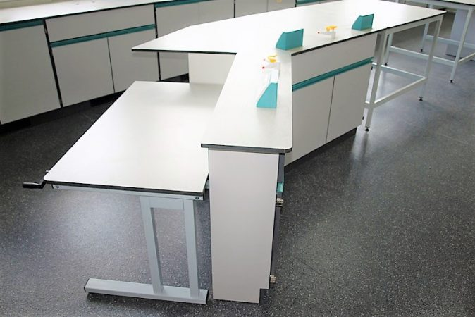 Lab benching - adjustable height table