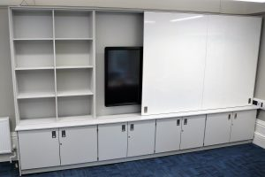 Teaching wall with screen, storage and sliding doors